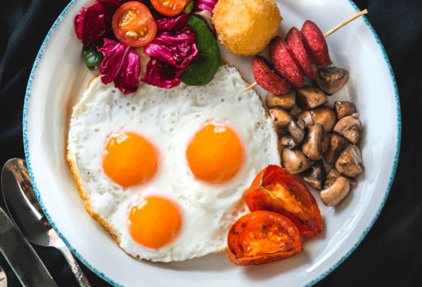 sunny side up eggs with vegetables